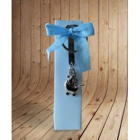 Estuche azul con bombones para regalo de bautizo con llavero personalizado