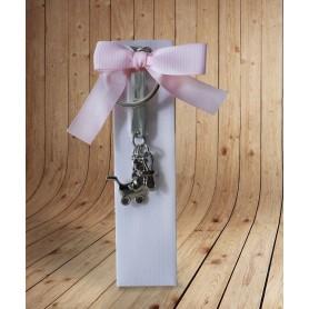 Estuche rosa con bombones para regalo de bautizo con llavero personalizado