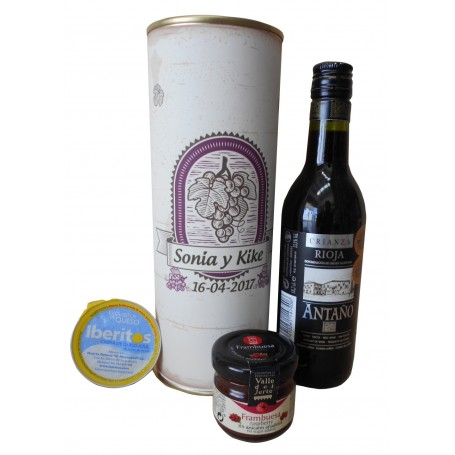 Botella de vino Tinto Crianza Antaño con crema de queso azul y mermelada