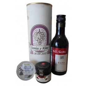 Botella de vino tinto Crianza Pata negra con crema de queso de cabra y mermelada en lata personalizada