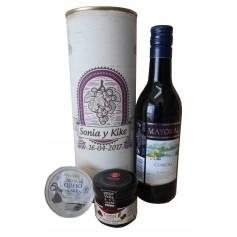 Botella de vino tinto Mayoral con crema de queso de cabra y mermelada en lata personalizada