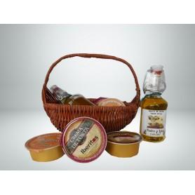 Cesta de mimbre con aceite de Oliva Virgen extra, Paté, crema de Torta y Crema de Pimientos de Piquillo